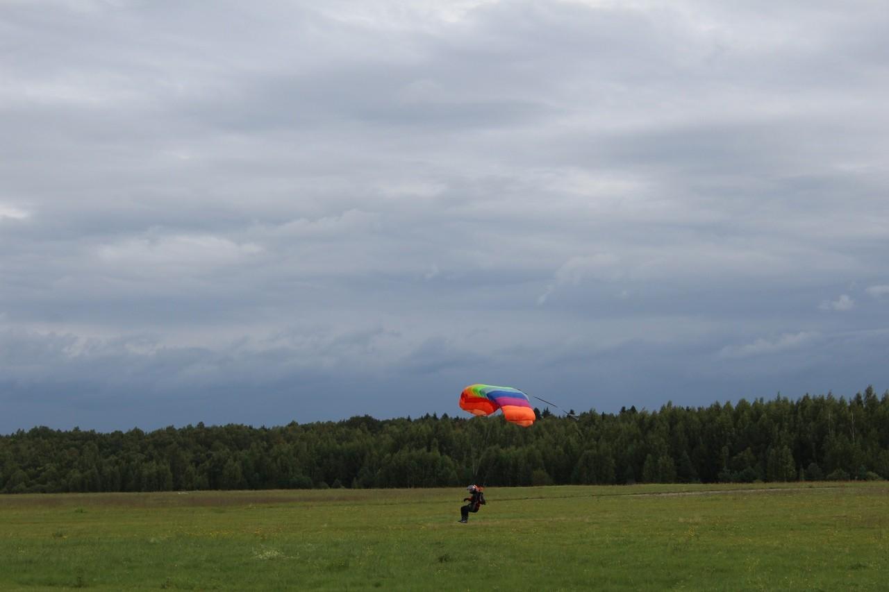 На аэродроме «Борки» в Кимрах у парашютиста пропал парашют