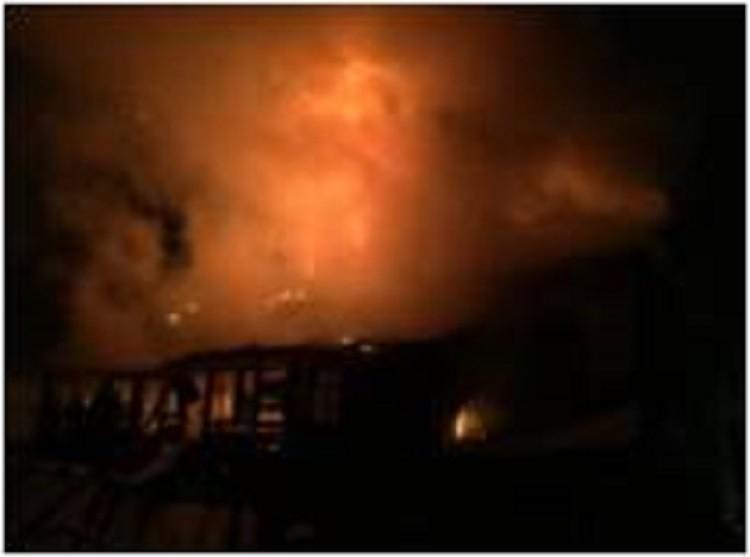 Пожар в Осташкове тушили 12 человек