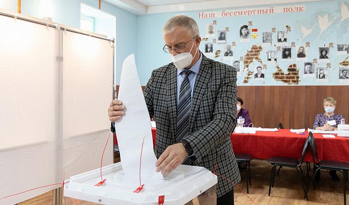 Министр здравоохранения региона и директор ОАО «Волжский пекарь» стали одними из первых участников голосования