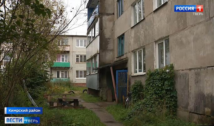 В Горицах жители трехэтажки не могут спрятаться от дождя в собственных квартирах | Видео